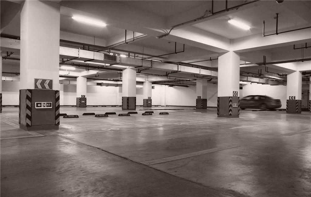 哈尔滨市北纬45度地下停车场